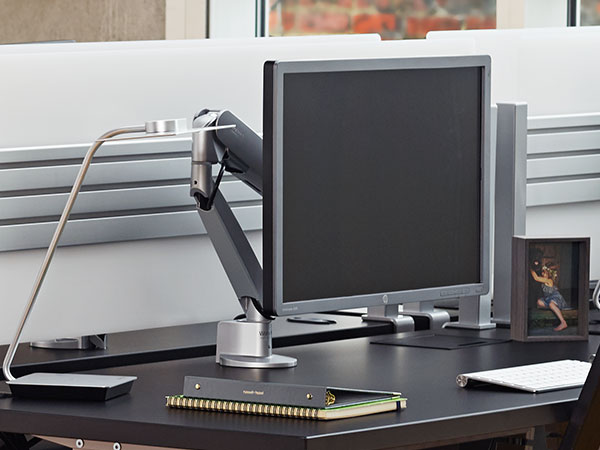 conform-single-heavy-duty-articulating-monitor-mount
